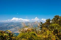 Взгляд озера Phewa и горной цепи Annapurna Стоковая Фотография