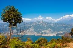Взгляд озера Phewa и горной цепи Annapurna Стоковое Изображение