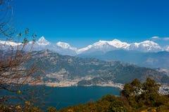 Взгляд озера Phewa и горной цепи Annapurna Стоковое фото RF