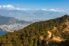 Взгляд озера Phewa и горной цепи Annapurna Стоковое Фото