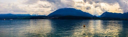 Взгляд озера Thun полно- Стоковое фото RF