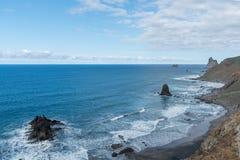 Взгляд океана и побережья от высокого угла взгляда Стоковая Фотография RF