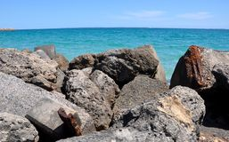 Взгляд океана от кучи бетонной плиты Стоковые Изображения