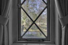 Взгляд окна черно-белый Стоковые Изображения RF