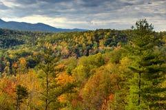 Взгляд осени на Cherohala Skyway в Северной Каролине, США Стоковые Изображения RF