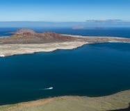 Взгляд острова Graciosa Ла в Лансароте, Испании стоковое изображение rf