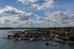 Взгляд острова Vaxholm в архипелаге Стокгольма Швеция Стоковые Фото