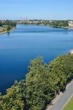 Взгляд от башен Пскова Кремля на реке большом (Ve стоковое фото rf