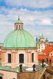 Взгляд от башни Карлова моста купола церков Св.а Франциск Св. Франциск Стоковые Изображения