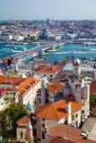 Взгляд от башни Galata к мосту Galata с старыми домами Стоковая Фотография