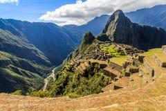 Взгляд от верхней части к старым руинам Inca и Wayna Picchu, Machu Picc Стоковое фото RF