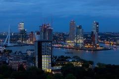 Взгляд от воздуха к ноче Роттердаму Стоковое Изображение RF