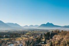 Взгляд от высокой точки к историческому городу Зальцбурга Город в западной Австрии, столица федеративного государства  Стоковые Изображения RF