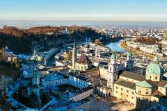Взгляд от высокой точки к историческому городу Зальцбурга Город в западной Австрии, столица федеративного государства  Стоковая Фотография RF