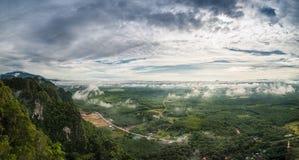 Взгляд от горы Krabi Таиланда стоковые фото