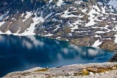 Взгляд от гор к фьорду Dalsnibba в Норвегии Стоковые Изображения