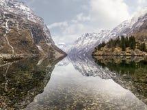 Взгляд от деревни Gudvangen к фьорду, Норвегии Стоковые Изображения