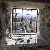 Взгляд от запертых окон с padlocks на Флоренсе, Италии Стоковые Фотографии RF