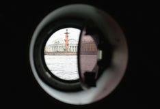 Взгляд от иллюминатора на Rostral столбцах, Санкт-Петербурга, России Стоковое Изображение