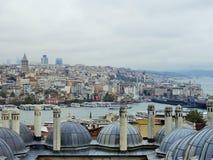 Взгляд от мечети Suleymanye над Стамбулом стоковое фото