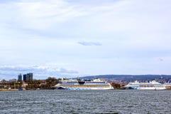 Взгляд от моря к паромам, Осло и фьорду Осло Стоковое Фото