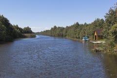 Взгляд от моста Krohinskogo на обводном канале Belozersky в зоне Vologda Стоковые Изображения RF