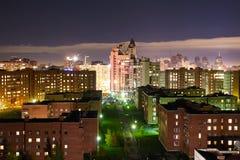 Взгляд от окна к городу ночи Стоковое Изображение RF