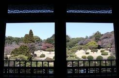 Взгляд от павильона Тайваня в саде Shinjuku Gyoen национальном - токио Стоковое фото RF