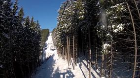 Взгляд от подъема лыжи в Bukovel видеоматериал