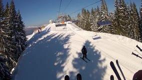 Взгляд от подъемов лыжи в Bukovel акции видеоматериалы