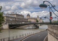Взгляд от правого берега Сены к острову цитирует Стоковое Фото