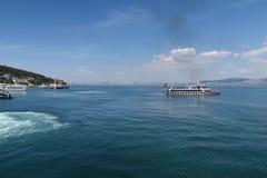 Взгляд от принца Isand Heybeliada на Стамбуле и Bosphorus - северный конец моря Marmara, в Турции стоковое изображение rf