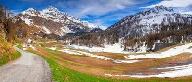 Взгляд от пропуска Maloja, Швейцарии, Альпов стоковое изображение