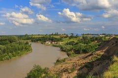 Взгляд от скачком речного берега стоковое фото