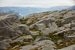 Взгляд от скал на Geirangerfjord в Норвегии Много s Стоковые Фото