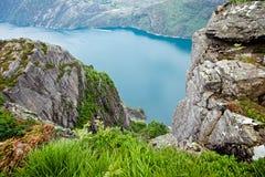 Взгляд от скал на Geirangerfjord в Норвегии Стоковые Изображения