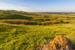 Взгляд от холма на лугах и поселении Стоковые Фотографии RF