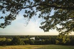 Взгляд от холма Ричмонда в Лондоне над ландшафтом во время beautifu Стоковое фото RF