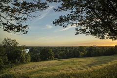 Взгляд от холма Ричмонда в Лондоне над ландшафтом во время beautifu Стоковое Фото