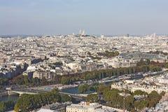 Взгляд от Эйфелева башни на осени красочном Париже и священной базилике сердца Стоковые Фотографии RF