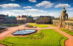 Взгляд от bierd& x27; глаз s известного дворца Zwinger & x28; Der Dresdner Zwi Стоковое Изображение RF