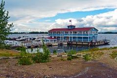 Взгляд от enbankment на старом доке на Реке Волга в городе самары, России Стоковое Изображение