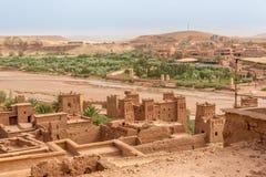 Взгляд от Kasbah Ait Benhaddou к долине с Ksars - Марокко Стоковые Изображения RF