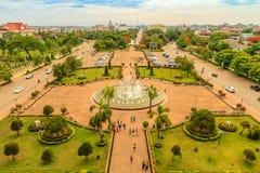 Взгляд от Patuxai, строб триумфа на парке Patuxai, Вьентьян, Лаосе Стоковое Изображение RF