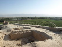 Взгляд от takht-e Rostam в городке Balkh, Афганистане стоковое изображение