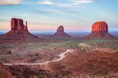Взгляд долины памятника на сумраке Стоковая Фотография RF