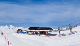 Взгляд долины Val Thorens Более низкая станция подъема Becca Ла Стоковое Изображение