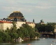 Взгляд памятников от реки в Прага Стоковая Фотография