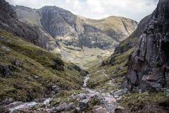 Взгляд 2 панорамы водопада природы Шотландии гористой местности Глена Coe гористый Стоковое Изображение