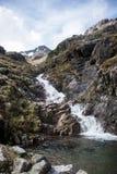 Взгляд панорамы водопада природы Шотландии гористой местности Глена Coe гористый Стоковое Фото